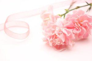 ピンクリボンとピンクの花